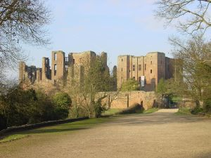 800px-Kenilworth_Castle_gatehouse_landscape