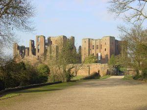 800px-Kenilworth_Castle_gatehouse_landscape