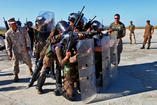 Non-lethal platoon tactics - NOLES 2013
