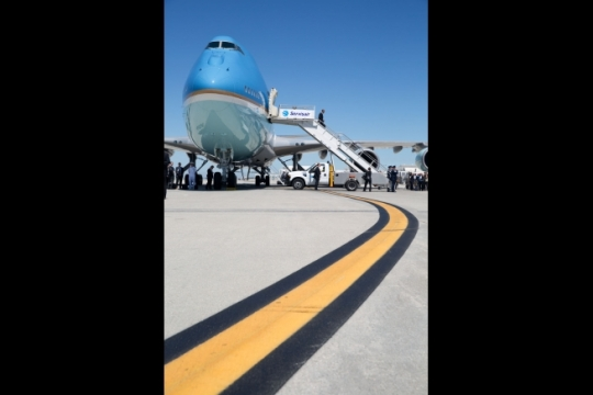 President Barack Obama disembarks from Air Force One at Los Angeles International Airport in Los Angeles, Calif., July 23, 2014. (Official White House Photo by Pete Souza)