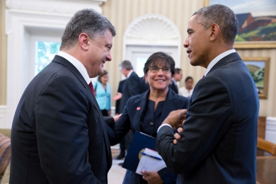 President Barack Obama talks with President Petro Poroshenko of Ukraine and Commerce Secretary Penny Pritzker following a bilateral meeting in the Oval Office, Sept. 18, 2014. (Official White House Photo by Pete Souza