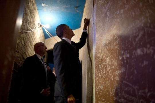 President Barack Obama signs a wall backstage at the Copernicus Center in Chicago, Ill., Nov. 25, 2014. (Official White House Photo by Pete Souza)