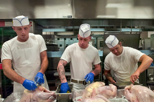 Soldiers prepare turkeys for a Thanksgiving Day meal in the dining facility on Eglin Air Force Base, Fla., Nov. 23, 2014.