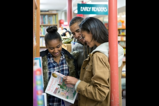 President Barack Obama and daughters Malia and Sasha shop for Christmas gifts at Politics and Prose in Washington, D.C., on Small Business Saturday, Nov. 29, 2014. (Official White House Photo by Pete Souza)