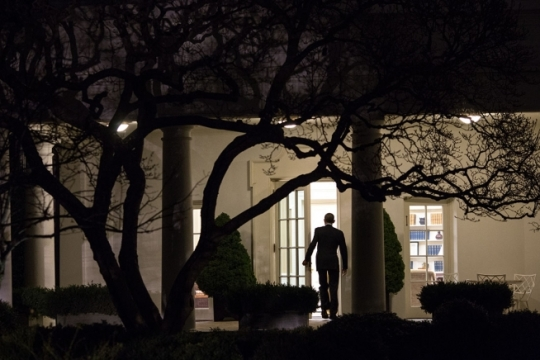 President Barack Obama walks into the Oval Office after arriving on the White House South Lawn aboard Marine One following a trip to Cedar Falls, Iowa, Jan. 14, 2015. (Official White House Photo By Chuck Kennedy)