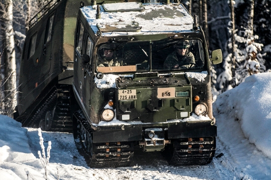 Sgt. William Nagy with the 725th Brigade Support Battalion (Airborne), 4th Infantry Brigade Combat Team (Airborne), 25th Infantry Division demonstrates driving techniques in a small unit support vehicle (SUSV) during a driver's training course on Joint Base Elmendorf-Richardson, Alaska, Feb. 4, 2015. (U.S. Army photo by Staff Sgt. Daniel Love/Released)