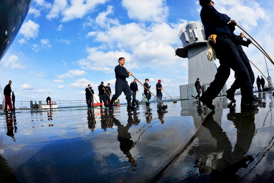150303-N-XF387-037  PACIFIC OCEAN (March 3, 2015) Sailors assigned to the U.S. 7th Fleet flagship USS Blue Ridge (LCC 19) push water off the main deck during a fresh water wash-down. Blue Ridge is conducting sea trials in preparation for resuming patrols in the 7th Fleet area of responsibility. (U.S. Navy photo by Mass Communication Specialist 3rd Class Liz Dunagan/Released)