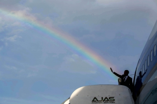 President Barack Obama waves as he boards Air Force One under a rainbow at Norman Manley International Airport prior to departure from Kingston, Jamaica en route to Panama City, Panama, April 9, 2015. (Official White House Photo by Pete Souza