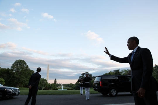 President Barack Obama waves goodbye to departing guests from the South Portico of the White House following a dinner with Gulf Cooperation Council (GCC) leaders, May 13, 2015. (Official White House Photo by Pete Souza)