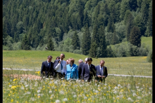 President Barack Obama walks with the G7 leaders following a family photo at Schloss Elmau in Bavaria, Germany, Sunday, June 7, 2015. (Official White House Photo by Pete Souza)