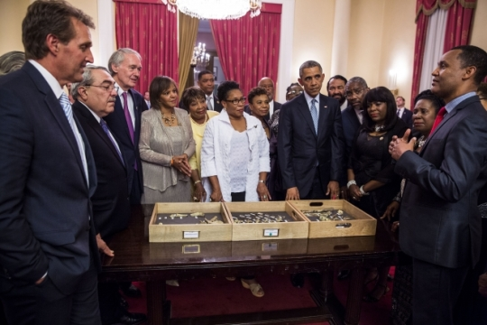 "President Barack Obama and Members of Congress view ""Lucy,"" the 3.2 million year old fossilized bones of a human ancestor, at the National Palace in Addis Ababa, Ethiopia, July 27, 2015. Zeresenay Alemseged, an Ethiopian paleoanthropologist, explains the fossil. (Official White House Photo by Pete Souza)"