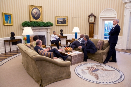 President Barack Obama meets with, left to right, Neil Eggleston, Counsel to the President; Senior Advisor Valerie Jarrett; Cabinet Secretary Broderick Johnson; Shaun Donovan, Director, Office of Management and Budget; and Chief of Staff Denis McDonough, in the Oval Office, Aug. 25, 2015. (Official White House Photo by Pete Souza)