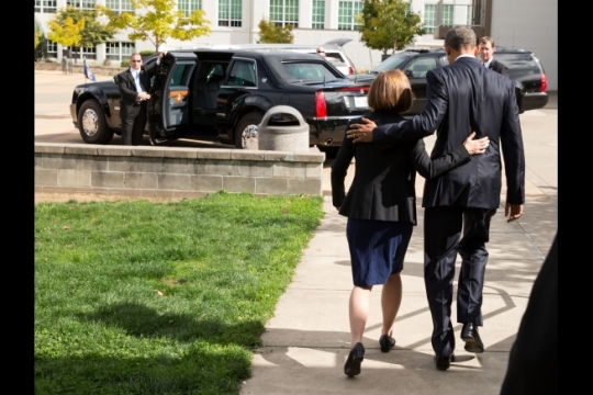 President Barack Obama walks to the motorcade with Oregon Gov. Kate Brown after visiting families of the victims of the mass shooting in Roseburg, Ore, Oct. 9, 2015. (Official White House Photo by Pete Souza)