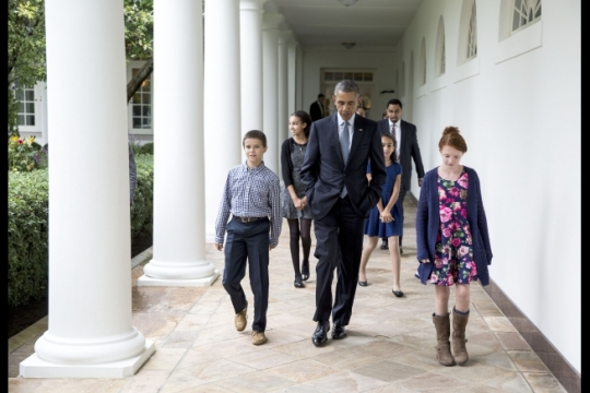 President Barack Obama walks with the families of Education Secretary Arne Duncan and Deputy Education Secretary Dr. John King on the Colonnade of the White House prior to announcing Duncan's resignation and the naming of Dr. King as acting Secretary, Oct. 2, 2015. (Official White House Photo by Pete Souza)