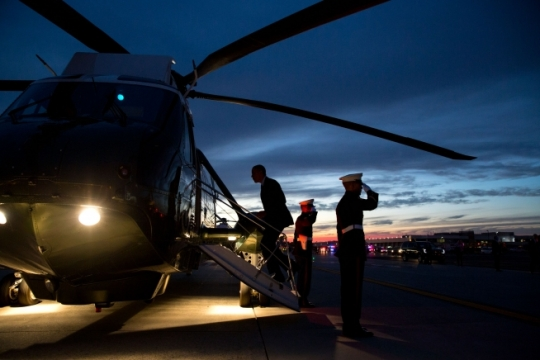 President Barack Obama boards Marine One at Newark Liberty International Airport in Newark, N.J., Nov. 2, 2015. (Official White House Photo by Pete Souza)