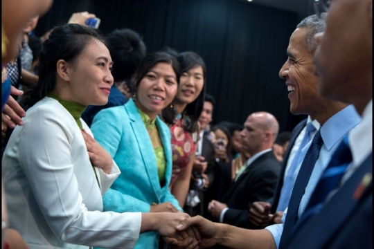 President Barack Obama greets participants following a Young Southeast Asian Leaders Initiative (YSEALI) town hall at Taylor University in Kuala Lumpur, Malaysia, Nov. 20, 2015. (Official White House Photo by Pete Souza)