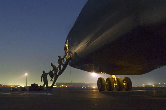 U.S. flight crewmen load their bags on a C-5 Galaxy as it sits on the ramp on Bagram Airfield, Afghanistan, Dec. 28, 2015. As the largest U.S. military aircraft, the C-5 Gallaxy can carry more than 270,000 pounds of cargo. U.S. Air Force photo by Tech. Sgt. Robert Cloys