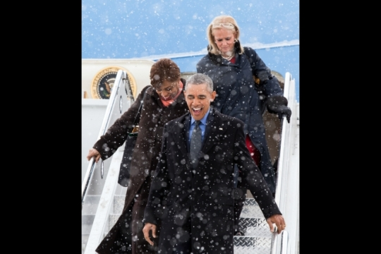 President Barack Obama disembarks Air Force One with Michigan congresswomen, Rep. Brenda Lawrence and Rep. Debbie Dingell, right, upon arrival in Detroit, Mich., Jan. 20, 2016. (Official White House Photo by Pete Souza)