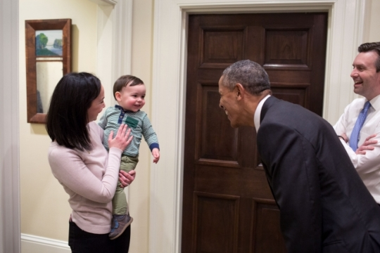 President Barack Obama greets White House Press Secretary Josh Earnest's son, Walker, and his wife, Natalie Wyeth Earnest, in the Outer Oval Office, Jan. 21, 2016. (Official White House Photo by Pete Souza)
