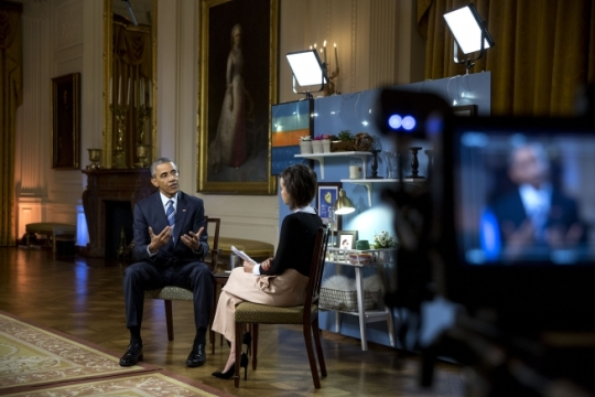 President Barack Obama talks with Ingrid Nilsen during YouTube post-State of the Union interviews live from the East Room of the White House, Jan. 15, 2016. (Official White House Photo by Pete Souza)