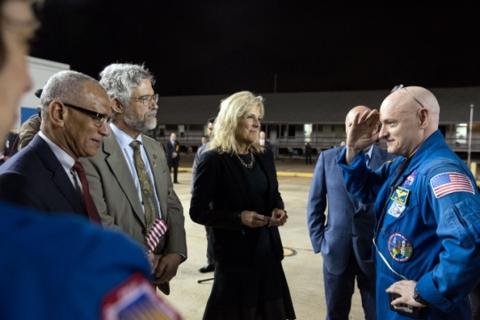 Astronaut Scott Kelly salutes as he is greeted by Dr. Jill Biden and a welcoming party at the Johnson Space Center in Houston, Texas, March 3, 2016, upon his return from a 342 day mission on the International Space Station. Standing with Dr. Biden from left are NASA Administrator Charles F. Bolden, Dr. John Holdren, White House Director of the Office of Science and Technology Policy, and Kelly's brother and former astronaut Mark Kelly. (Official White House Photo by Amanda Lucidon)
