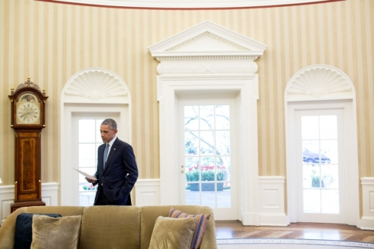 President Barack Obama looks over paperwork between meetings in the Oval Office, April 6, 2016. (Official White House Photo by Pete Souza)