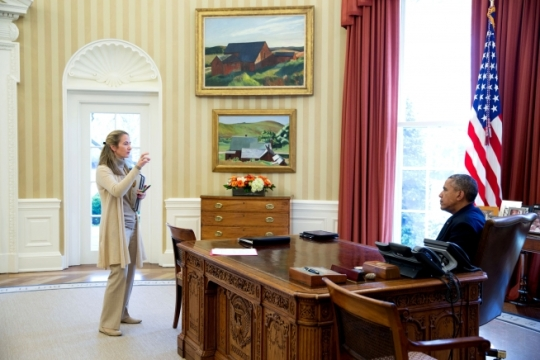 President Barack Obama speaks with Avril Haines, Deputy National Security Advisor, in the Oval Office, April 15, 2016. (Official White House Photo by Pete Souza)