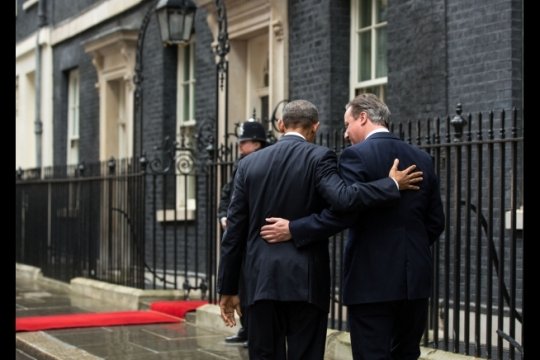 British Prime Minister David Cameron welcomes President Barack Obama to 10 Downing Street in London, April 22, 2016. (Official White House Photo by Pete Souza)