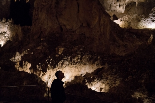 President Barack Obama looks upward as he tours Carlsbad Caverns with his family in Carlsbad, N.M., June 17, 2016. (Official White House Photo by Pete Souza)