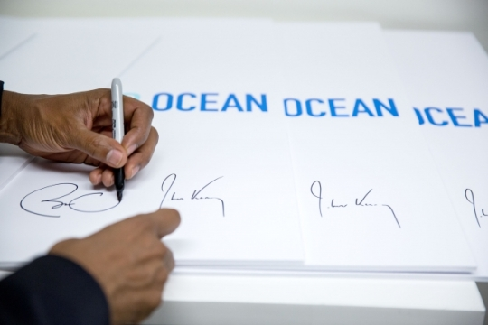 President Barack Obama signs 2016 Our Ocean Conference items, next to Secretary of State John Kerry's signature, following his remarks at the State Department in Washington, D.C., Sept. 15, 2016. (Official White House Photo by Pete Souza)