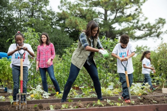 "First Lady Michelle Obama, with Deb Eschmeyer, Executive Director of ""Let's Move!"" shows students from ""Let's Move!"" programs how to use gardening tools during the fall harvest in the White House Kitchen Garden Oct. 6, 2016. (Official White House Photo by Amanda Lucidon)"
