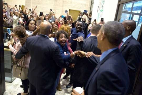 President Barack Obama greets bystanders in the lobby after early voting at the Board of Election Commissioners for the City of Chicago in Chicago, Ill., Oct. 7, 2016. (Official White House Photo by Pete Souza)